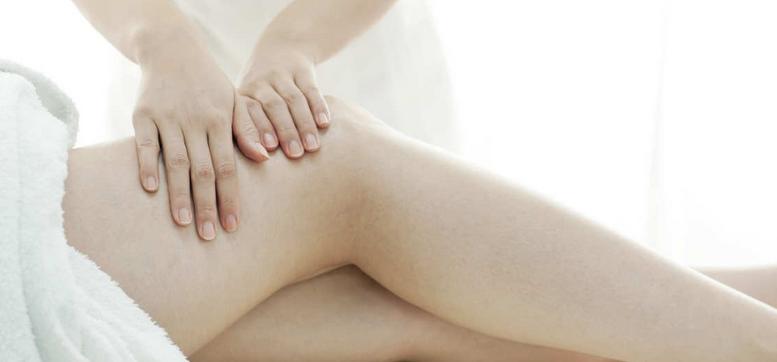 Femme qui se fait masser pour enlever la cellulite