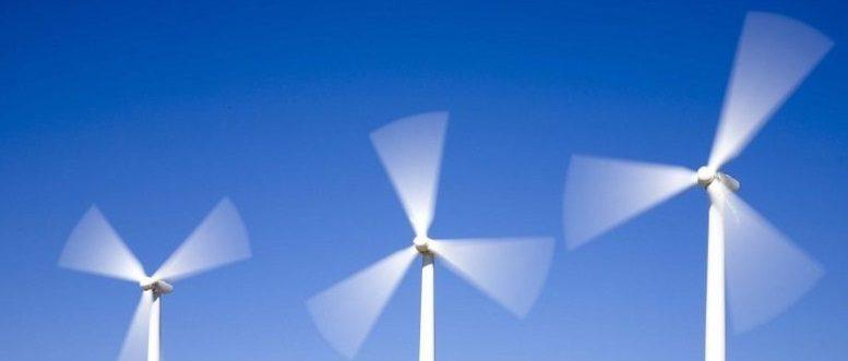 Des éoliennes en fonctionnement en pause longue
