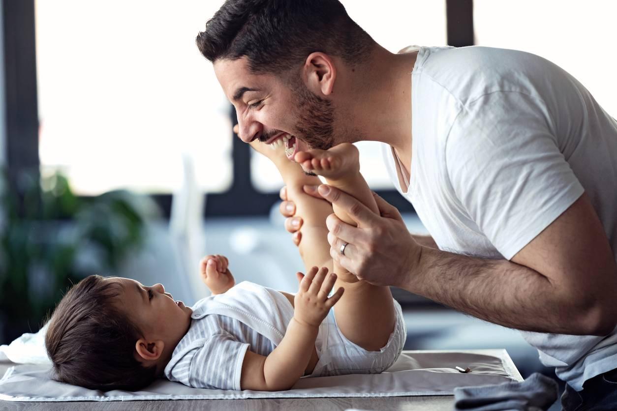 Un papa et son bébé
