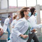 étudiants médecine blouse blanche cours
