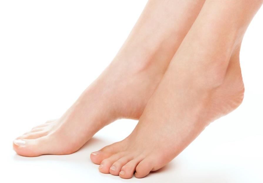 pieds ongles talons levés